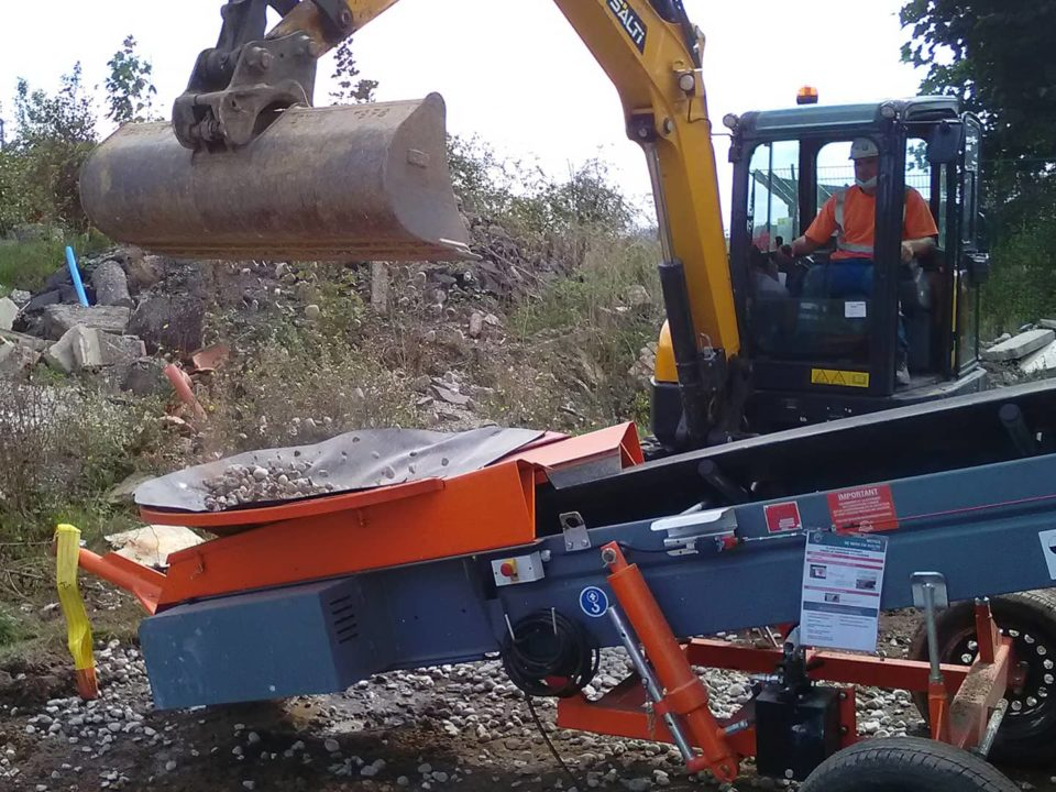 manutention-terre-gravats-sauterelle-chantier-sautec