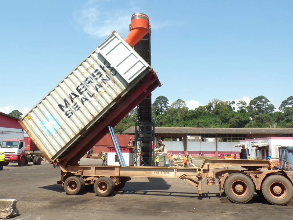 empotage vrac d'un conteneur-station mobile-sautec