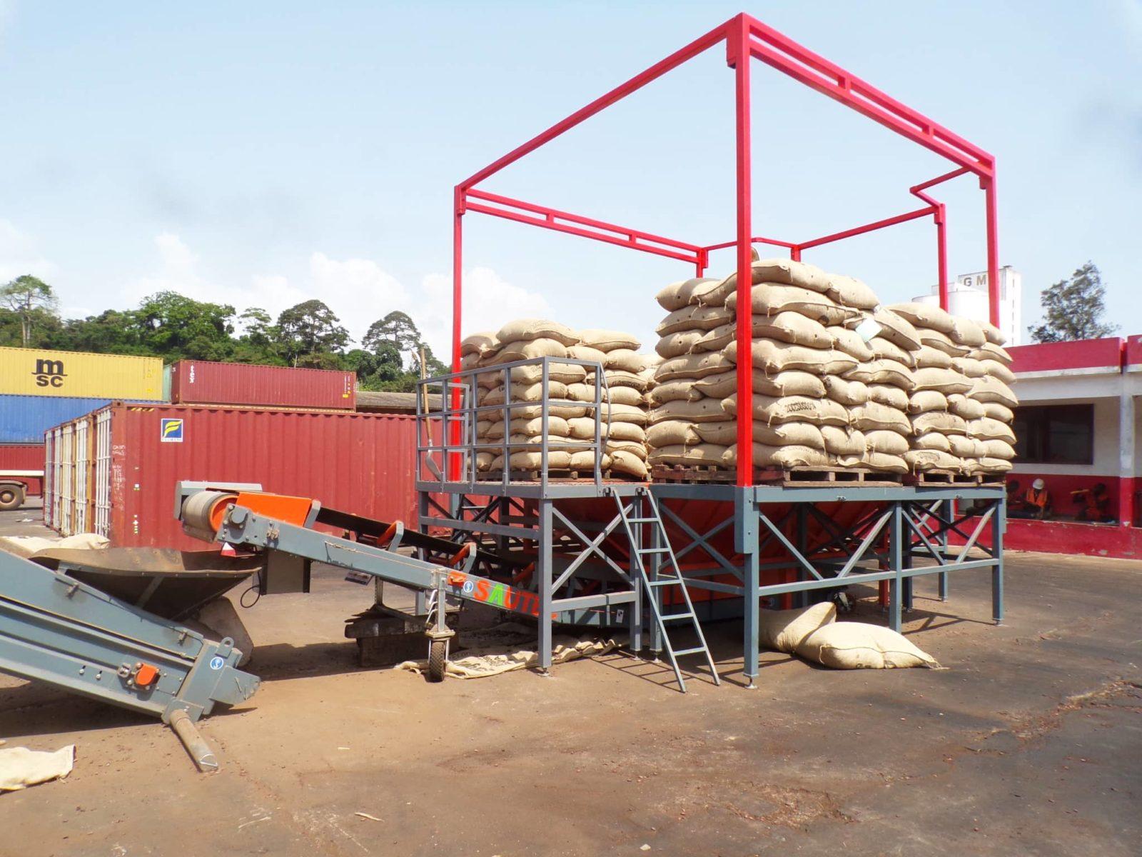 Trémie de déchargement sautec avec plateforme pour découper les sacs de cacao